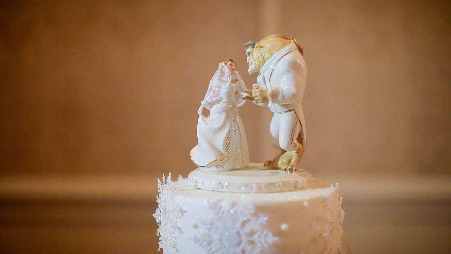 trending wedding cake toppers and the beast weddings 2017 wedding trends 21263